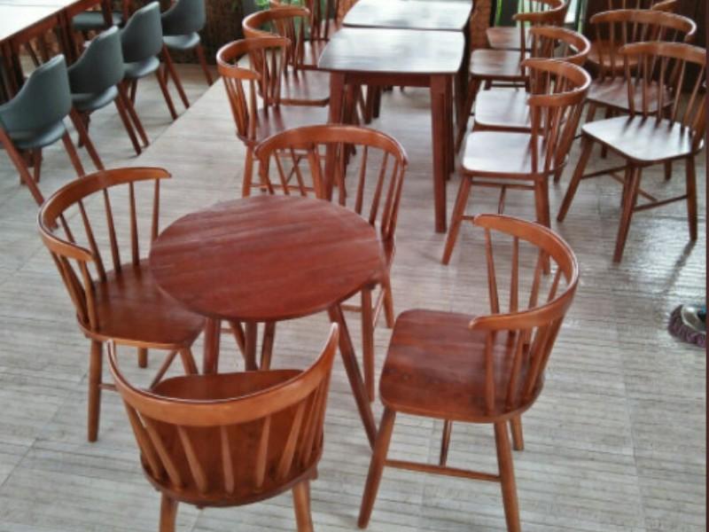 Bàn ghế gỗ cổ điển trở thành xu hướng năm 2021
